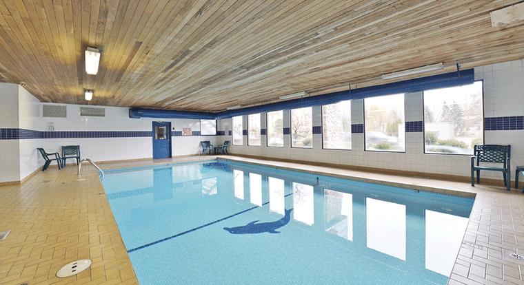 Prestige Inn Kelowna - Pool. Kelowna, BC