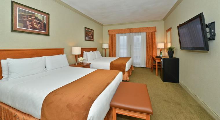 Prestige Harbourfront Resort & Conference Centre - Bedroom. Salmon Arm, BC