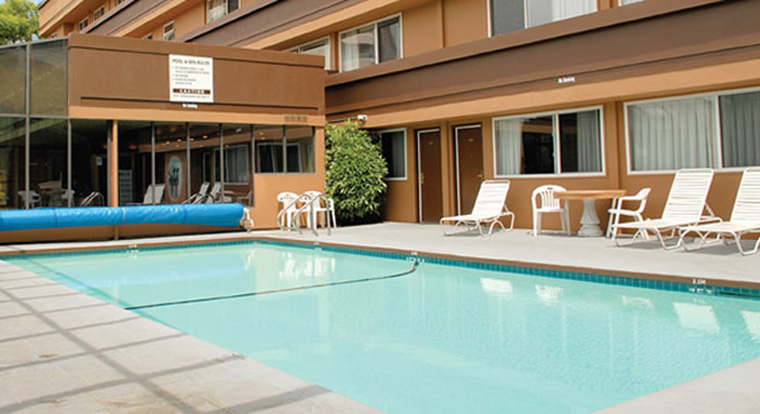 Days Inn Victoria on the Harbour - Pool, Victoria, BC