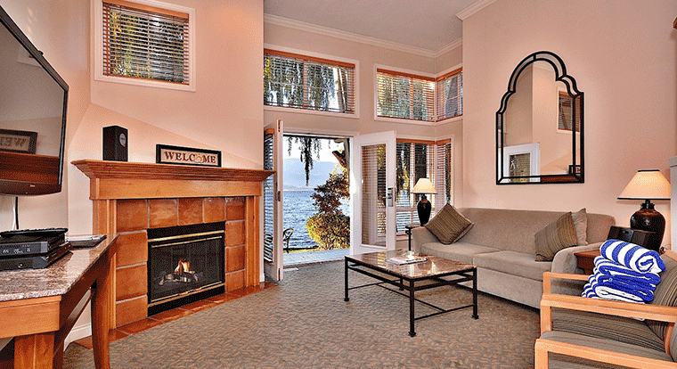 Manteo resort - Waterfront Hotel & Villas - Villa Room. Kelowna, BC