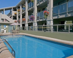 The refreshing pool at Accent Inn Kamloops, BC