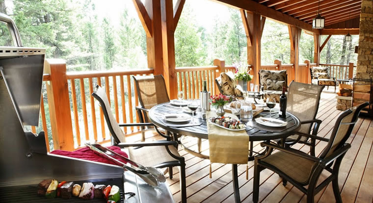 Eagle Ranch Luxury Chalets - Cottage BBQ. Invermere, BC