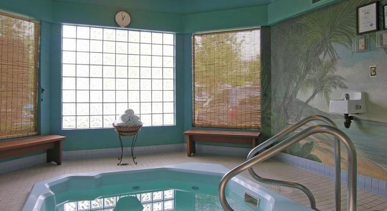 Accent Inn Richmond - Hot Tub. Richmond, BC